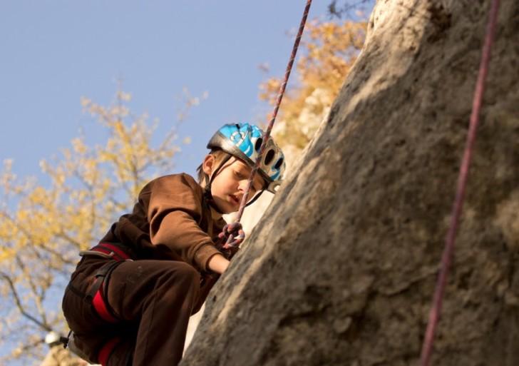 Mladi plezalci Ascenda obiskali plezališče Črni Kal