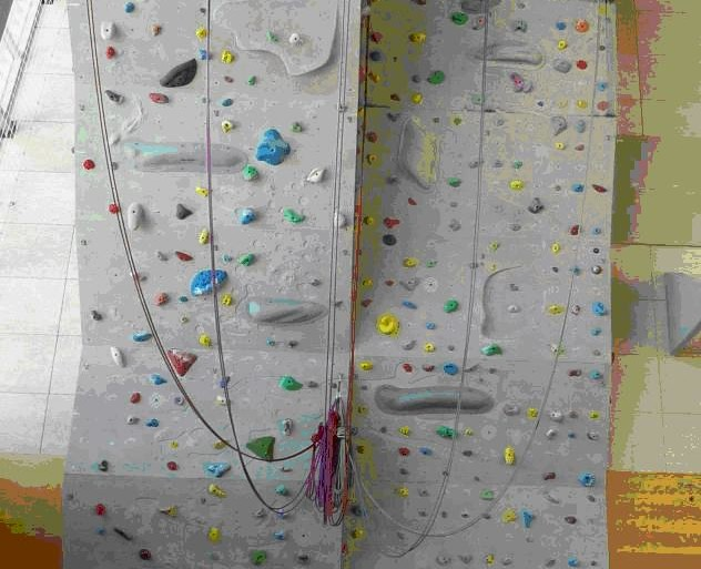 Stena v dvorani brinje ima 16 novih smeri težavnosti od 5a do 7c